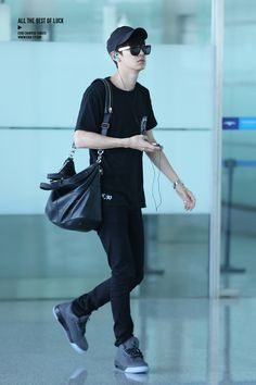 140728 EXO Chanyeol | Changsha Airport to Incheon Boy Fashion, Korean Fashion, Mens Fashion, Park Chanyeol Exo, Baekhyun, Chanbaek, Airport Style, Airport Fashion, Cute Baby Girl Pictures