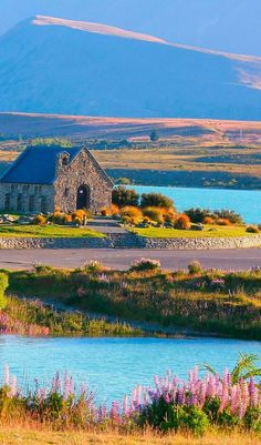 New Zealand Travel Inspiration - The beautiful Church of the Good Shepherd is found on the shores of Lake Tekapo on New Zealand's South Island Places To Travel, Places To See, Papua Nova Guiné, Lake Tekapo, New Zealand South Island, The Good Shepherd, New Zealand Travel, Beautiful Landscapes, Travel Inspiration