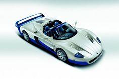 A világ legritkább sportautói Maserati MC12 (55 darab) - A Ferrrai Enzo árnyékából nem tudott kilépni az autó, hiába kapta meg az olasz paripa teljes műszaki hátterét, az alváztól a 6,0 literes V12-es motorig. Ez lehetett volna a Maserati nagy visszatérése a motorsportok világába, de mégsem sikerült beváltania a hozzá fűzött reményeket a 630 lóerős modellnek. 2004 és 2005 között gyártották le az 55 darabot, ami akkor 560 000 fontot ért (201 millió forint).