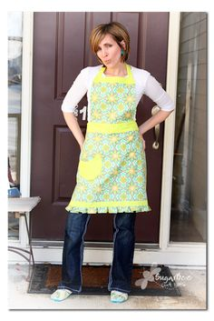 here's a tutorial on how to make a full apron (free pattern) - a perfect sewing to-do project - - Sugar Bee Crafts: Apron - for keeps!