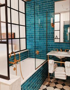 Bathroom goals at The Williamsburg Hotel - - Badezimmer ♡ Wohnklamotte - Bathroom Decor Bad Inspiration, Bathroom Inspiration, Cool Bathroom Ideas, Colorful Bathroom, Eclectic Bathroom, Bathroom Colors, Williamsburg Hotel, Williamsburg Brooklyn, Bathroom Goals