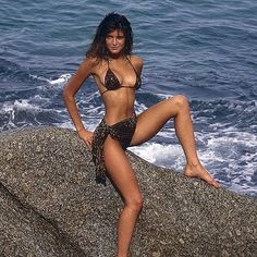 @stephanieseymourofficial @si_swimsuit 1988 #stephanieseymour #siswimsuit #supermodel #80s