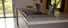 plan de travail en béton ciré dans cuisine contemporaine