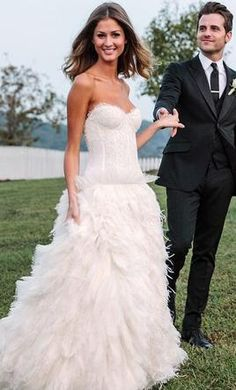 Used Monique Lhuillier Legend Wedding Dress $3,800 USD. Buy it PreOwned now and save 65% off the salon price!