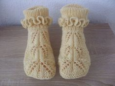 VK is the largest European social network with more than 100 million active users. Crochet Socks Pattern, Easy Knitting Patterns, Crochet Baby Shoes, Crochet Gloves, Crochet Patterns, Knitted Booties, Knitted Slippers, Knit Mittens, Knitting Socks