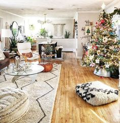 Bohemian Design Trends and Home Décor Ideas Bohemian Living Rooms, Bohemian House, Boho Room, Bohemian Theme, Bohemian Design, Boho Decor, Inspired Homes, Bedroom Decor, Apartment Ideas
