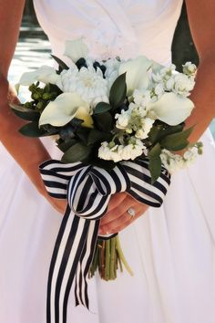 black and white ribbon around a white floral wedding bouquet. preppy and pretty bride!