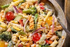 Poolside Pasta Salad 15 minutes to prepare serves INGREDIENTS 1 package oz.) tri-color fusilli or rotini pasta cup mayonnaise cup Greek yogurt 1 oz.) package powdered ranch dressing mix 1 medium cucumber, quartered and thinly sliced 2 Cold Pasta, Cooking Recipes, Healthy Recipes, Cooking Tips, Creamy Pasta, Pasta Salad Recipes, 12 Tomatoes Recipes, Vegetable Salad, Vegetable Soups