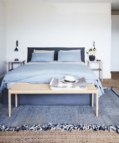 Bedroom decor in shades of blue Peaceful Bedroom, Dream Bedroom, Bedroom Colors, Bedroom Decor, Architectural Lighting Design, Furniture Placement, Room Interior Design, Bed Styling, Inspired Homes