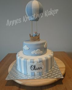 Chocolate cake with Oreo cream Hot air balloon cake. Chocolate cake with Oreo Hot Air Balloon Cake, Christening Cake Boy, Baby Shower Table Centerpieces, Oreo Cream, Baby Shower Souvenirs, Baby Shower Cakes For Boys, Shower Bebe, Baby Girl First Birthday, Wedding Cakes With Cupcakes