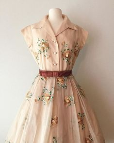 New vintage outfits dresses ideas Vintage Outfits, Robes Vintage, Vintage 1950s Dresses, Fashion Vintage, Retro Fashion, 1950s Fashion Dresses, Retro Dress, 80s Dress, 1950 Outfits