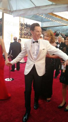 """@cumberbatchweb indiewire: Benedict Cumberbatch whipping moves on the #Oscars2015 #RedCarpet http://instagram.com/p/zbMi7eJ1AV/ """""""