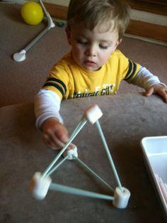 Construyendo formas con pitillos y malvaviscos (marshmallows)