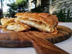 Χωριάτικη γραβιερόπιτα με κρεμώδη γέμιση Apple Pie, Bread, Desserts, Food, Apple Cobbler, Deserts, Apple Pies, Dessert, Meals