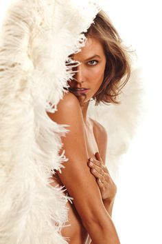 Karlie Kloss, the face of our Heavenly fragrance.