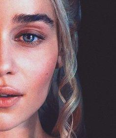 100 Best Khalessi Hairstyles On Game Of Thrones That You Can Copy - Nona Gaya Daenerys Targaryen Art, Deanerys Targaryen, Emilia Clarke Daenerys Targaryen, Game Of Throne Daenerys, Tatuagem Game Of Thrones, Erza Et Jellal, Game Of Thones, Got Game Of Thrones, Khal Drogo