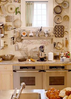 Peg board as a pot rack -- brilliant! And something so easy we could do until I win the crusade for a kitchen remodel. Kitchen Wall Storage, Kitchen Shelves, Kitchen Pantry, Kitchen Organization, Diy Kitchen, Kitchen Decor, Kitchen Pegboard, Kitchen Drawers, Kitchen Caddy