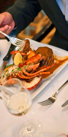 Royal Caribbean Dining | Land meets sea in exotic ways on a Royal Caribbean cruise... and not just at the destinations. Get a taste of world-class cuisine and a relaxed, dynamic ambience when you dine onboard with Royal Caribbean.