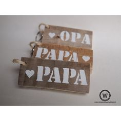 Sleutelhanger voor papa #vaderdag via www.wisenwaarachtig.nl Christmas Party Games For Adults, Diy And Crafts, Crafts For Kids, Love You Dad, Puppy Chow, Art Lessons, Diy Gifts, Fathers Day, Crafty