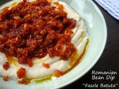 "Delicious White Bean Dip with Caramelized Onion. - Delicious White Bean Dip with Caramelized Onion… ""Fasole Batuta cu Ceapa Calita"". The author - Sicilian Recipes, Turkish Recipes, Romanian Recipes, Romanian Food, Healthy Appetizers, Appetizer Recipes, Healthy Recipes, White Bean Dip, White Beans"