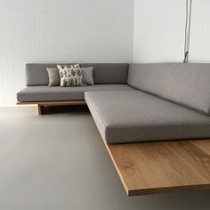 Stunning bespoke daybed relaxed seating by featuring foglinen and ameliemancini cushions Sofa Design, Interior Design, Modern Interior, Diy Sofa, Sofa Furniture, Furniture Design, Furniture Dolly, Furniture Stores, Furniture Buyers