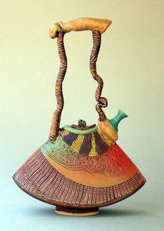 Coisas de Terê→ Bule escultural de cerâmica - Helene Fielder