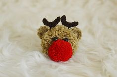 With Alex: Reindeer Pom Pom Free Pattern Christmas Pom Pom, Christmas Crafts, Christmas Ideas, Xmas, Hand Crochet, Crochet Hooks, Christmas Sewing Patterns, Reindeer Noses, Rena