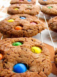 Suklaiset karkkikeksit. Baked Goods, Cupcakes, Cookies, Baking, Iso, Party, Desserts, Recipes, Sweet Stuff