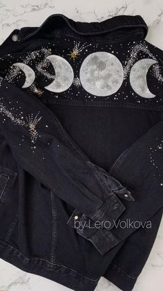 Painted Denim Jacket, Painted Jeans, Painted Clothes, Hand Painted, Denim Jacket With Patches, Custom Clothes, Diy Clothes, Look Fashion, Moon Phases