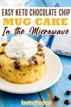 For an easy sugar-free cake recipe that tastes like a chocolate chip cookie, try this keto chocolate chip mug cake recipe. Bake it in the microwave for a simple keto dessert ready in minutes! In case you are missing cake and chocolate chip cookies on the keto diet, I've developed a keto chocolate chip mug cake just for you! And it's sugar-free too! | KetoFocus @ketofocus #ketomugcakerecipes #ketochocolatechipmugcake #ketodessertrecipes #easyketomugcake #microwavemugcake #ketofocus Mug Recipes, Lunch Box Recipes, Kitchen Recipes, Cake Recipes, Dessert Recipes, Keto Recipes, Chocolate Chip Mug Cake, Keto Chocolate Chips, Mug Cake Microwave