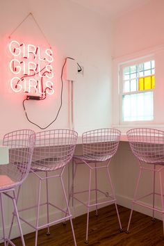 do Pop-Up Shop – Emily Henderson – Party Ideas Office Wallpaper, Aesthetic Iphone Wallpaper, Home Wallpaper, Photo Wall Collage, Picture Wall, Pop Up Shop, Cafe Interior Design, Retail Interior, Pink Themes
