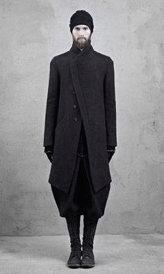 Wonderful proportions and silhouette on this all-black menswear look.