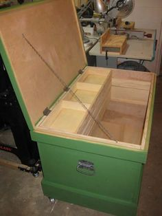 english tool chest – The Turtlecovebrewer Tool Storage, Storage Boxes, Diy Wood Projects, Woodworking Projects, Green Spray Paint, Diy Easel, Woodworking Hand Planes, Wood Putty, Carpentry Tools