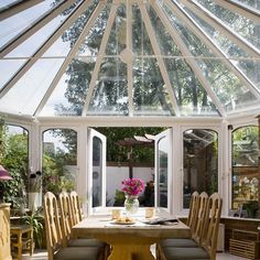 Victorian-style conservatory | Country conservatory ideas | Conservatory | PHOTO GALLERY | Country Homes and Interiors | Housetohome.co.uk