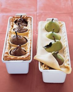 Pear-Sausage Pie Menu Enjoy a comforting, cool-weather menu of savory sausage pie served alongside a salad of fall greens. For dessert, try simple, homemade chocolate pudding. By Martha Stewart! Empanadas, Martha Stewart, Sausage Pie, Veggie Sausage, Turkey Sausage, Homemade Chocolate Pudding, Dessert Chocolate, Dinner Party Menu, Fall Dinner Recipes