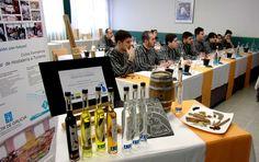 Alumnos de Lugo reciben formación sobre Aguardientes y Licores Tradicionales de Galicia https://www.vinetur.com/2015022618324/alumnos-de-lugo-reciben-formacion-sobre-aguardientes-y-licores-tradicionales-de-galicia.html