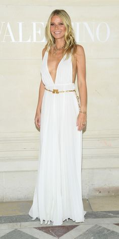 Look of the Day - Gwyneth Paltrow attended the Valentino Haute Couture Show in an ethereal white Valentino gown, which was cinched with a gold chain belt. Celebrity Outfits, Celebrity Style, Nice Dresses, Casual Dresses, Awesome Dresses, Women's Dresses, Wedding Dresses, Valentino Gowns, Renaissance Dresses