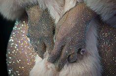 Googoogirl ha salvato su Odd & beautiful stuff Detail study of Rihanna's dress at the CFDA Fashion Awards, custom designed by Adam Selman with more than Swarovski crystals. Estilo Gatsby, The Wombats, Cfda Awards, Glamour, Rich Kids, The Great Gatsby, American Horror Story, Swarovski Crystals, Art Deco