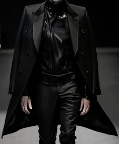 Dark Fashion, High Fashion, Men Fashion Show, Mens Fashion, All Black Looks, Aesthetic Clothes, Cool Outfits, Menswear, Feminine