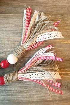 Red/White Check - Valentine's Day Valentines Bricolage, Valentine Crafts, Holiday Crafts, Wood Bead Garland, Beaded Garland, Garlands, Rag Garland, Valentine Decorations, Christmas Decorations