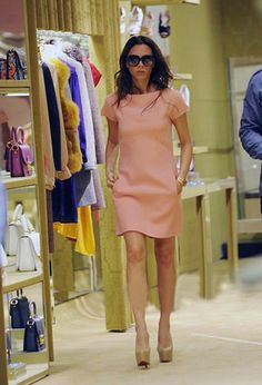 Victoria Beckham New Trend Dress, Victoria Beckham Style, Fashion Addict, Her Style, Passion For Fashion, Ideias Fashion, Celebrity Style, Dresses For Work, Simple Dresses