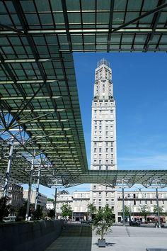 633 - Tour Perret vue de la gare - Amiens - Amiens — Wikipédia Amiens, France Europe, Towers, San Francisco Ferry, Photos, City, Travel, Train Station, Tops