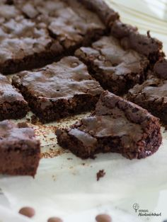 Die besten Brownies – das Rezept – Patricia's Abenteuerkekserl Beste Brownies, Desserts, Food, No Bake Brownies, Milky Bar Chocolate, New Recipes, Dessert Ideas, Food Food, Tailgate Desserts