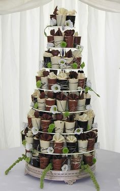 Wedding Crashers Coldplay Song versus Wedding Cake Ideas Navy Blue And Gold nor … – Beautiful Wedding Cake Designs Alternative Wedding Cakes, Unusual Wedding Cakes, Mini Wedding Cakes, Wedding Cake Alternatives, Wedding Cakes With Flowers, Unique Cakes, Beautiful Wedding Cakes, Wedding Desserts, Wedding Cupcakes