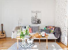 Les petites surfaces du jour : un studio arty (PLANETE DECO a homes world) Studio Loft Apartments, Studio Apartment, Living Room Inspiration, Interior Inspiration, Kitchenette, Interior Styling, Interior Design, Blog Deco, Home Design Decor