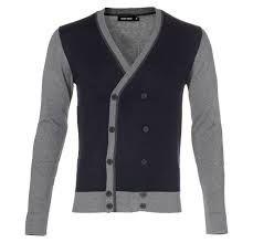 Het voordeel van ons huidig uniform is dat er combinaties mogelijk zijn, vandaar ook de keuze voor een net vest.