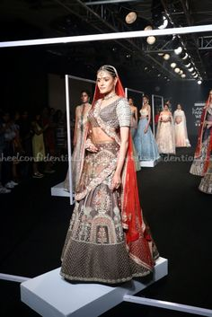 Manoj Agarwal, Lakme Fashion week 2017, Lakme Fashion week winter festive 2017, fashion revolution India, Runway fashion, luxury fashion, runway shopping