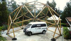 Domo geodésico hecho en bambú guadua. Geodesic dome made in bamboo guadua