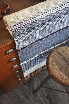 LOPPBERGA: Sala och sillsallad New Hobbies, Woven Rug, Loom, Hand Weaving, Carpet, Textiles, Inspiration, Crafts, Blue