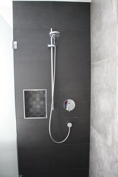 beleuchtete Nische in der Dusche: moderne Badezimmer von Ludwig Steup GmbH